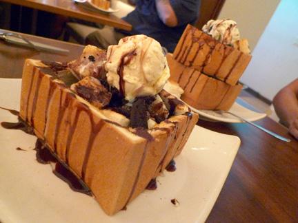 Cookies-Cream-Honey-Toast-blog