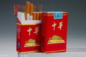 """Thuốc lá """"Trung Hoa"""" ra đời vào năm 1951, đã trải qua 63 năm phát triển. 50 năm qua, thuốc lá """"Trung Hoa"""" chinh phục người tiêu dùng nhờ mùi vị đặc biệt và sức hấp dẫn khó cưỡng, được xem là thuốc lá hàng đầu Trung Quốc."""