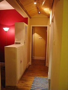 Huyền quan đơn giản là cái khu vực lối ra vào ngay trước cửa phòng đó.