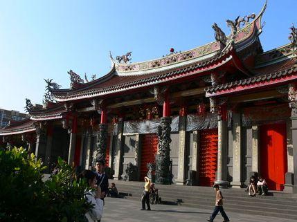 *Hình Thiên Cung, còn gọi là Miếu Ân Chúa Công hay Miếu thờ Quan Công, là miếu thờ Quan Vũ ở Đài Loan.